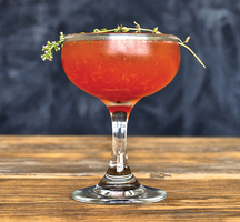 Summer-cocktail-wood-red-delicious