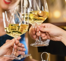 White_wine_tasting_astor_center_2