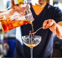Food-bev-bartender