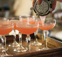 Grapefruit_cocktail_pour_bartender