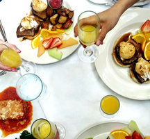Brunch-table-mimosas