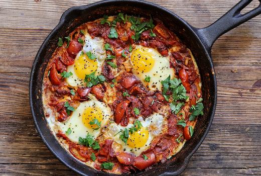 Le souk shakshuka eggs tomatoes