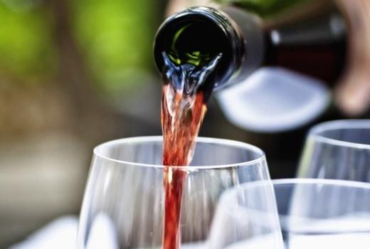 Wine pour kavala