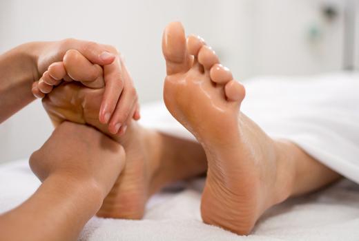 La peau foot massage love