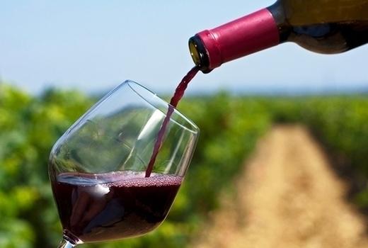 Hampton luxury liner wine pour 2