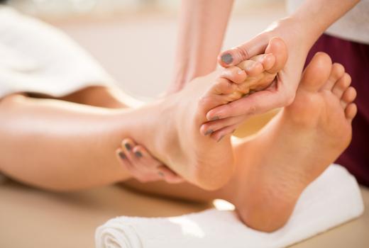 La peau feet stretch