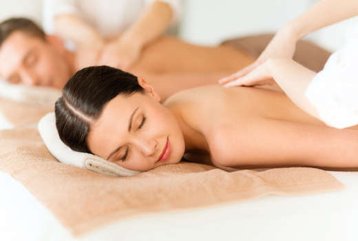 Blondis couples massage