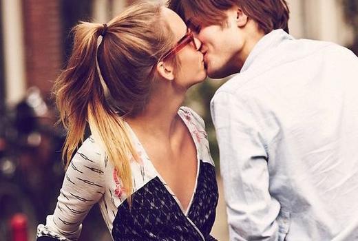 Babeland sealed kiss