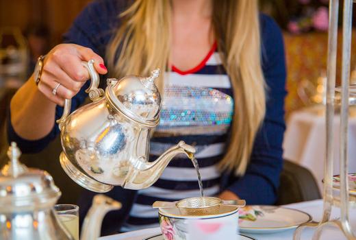 Bosie tea parlor tea pour