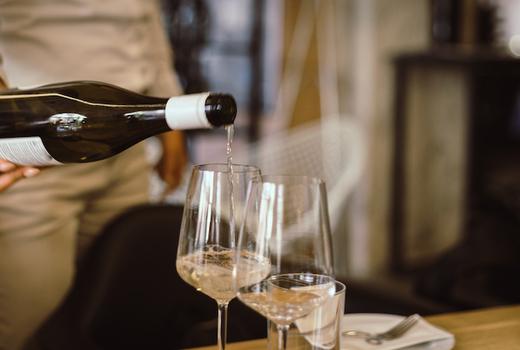 Dia restaurant dinner wine pour love