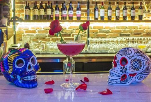 Villa cemita cocktails skulls