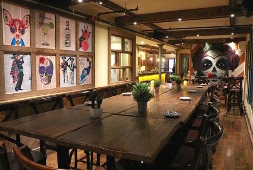 Toro loco long table