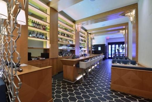 Vitae restaurant long decor