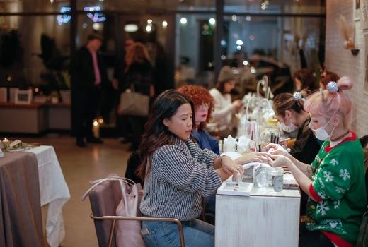 Akiko nails salon customers