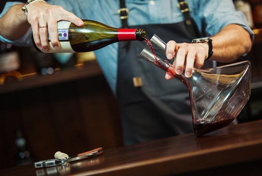 Ela taverna wine carafe pour glass