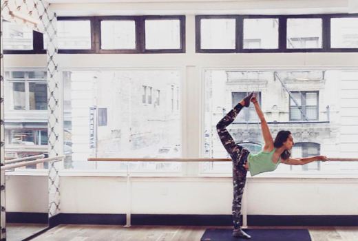 Pop physique woman stretching