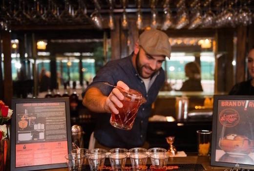 Craft distillers bartender pour