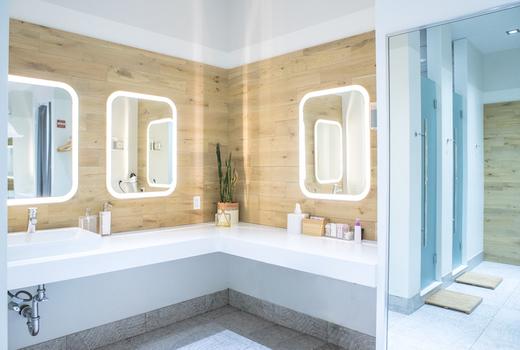 Mile high run club inside showers amenities