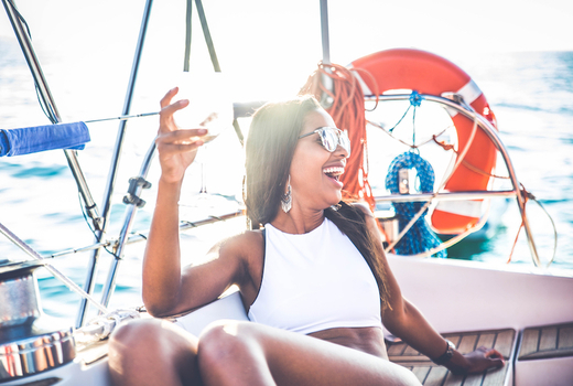 Manhattan by sail 2019 woman happy drinking boat