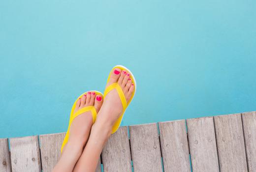 Elevatione feet nails polish flip flops