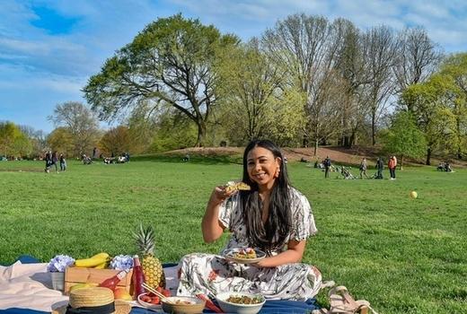 Blade bowl picnic pretty park woman eats