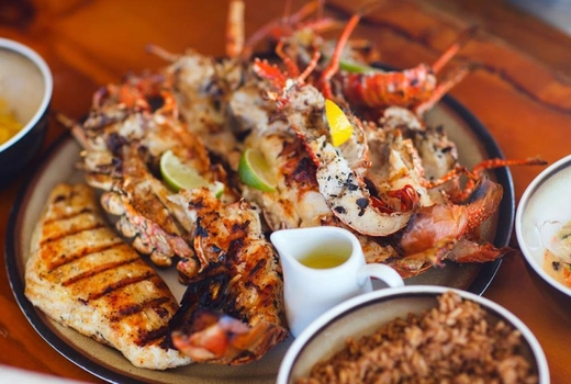 Lolos seafood dinner eats shrimp fish