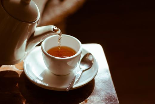 Midtown beauty tea pot pour