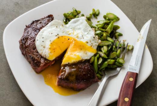 Backbarn lunch steak eggs