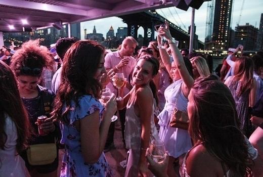 Empire cruises cinco de mayo dancing boat women