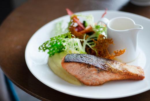 Le reve salmon thick fish