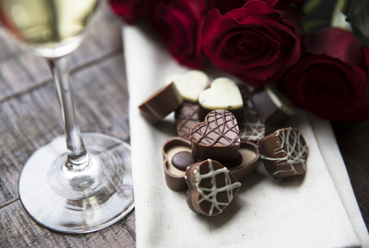 Flute champagne sweet chcolates roses cute