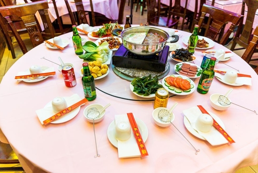 Famous sichuan round table hotpot setting