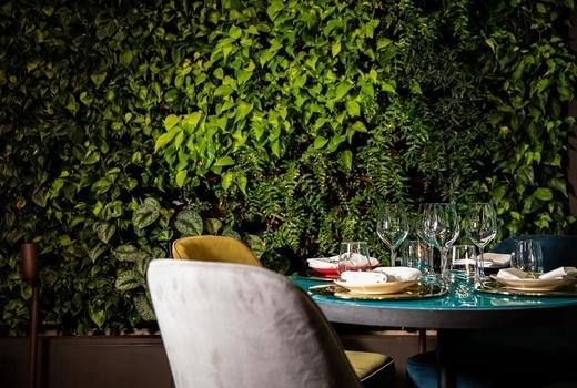 Mav soho plants table seats love
