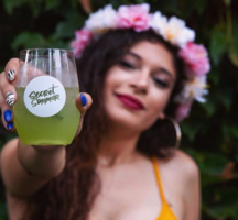 Secret summer 2019 woman drink flower crown