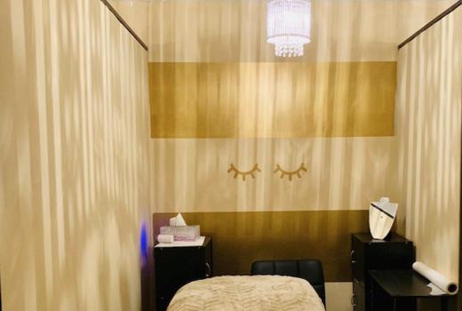 New york lash spa inside gold lights