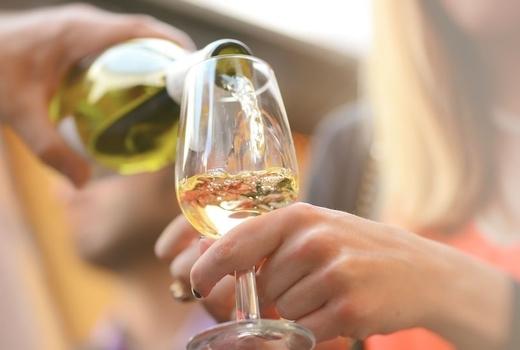 Pig island 2019 pour wine white crisp