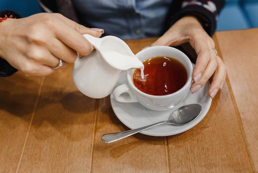 Alices tea cup woman pour tea