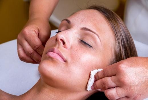 Essential day spa glow skin