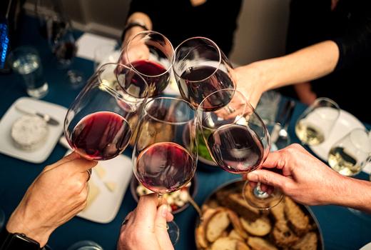 Bazar thanksgiving cheers red wine