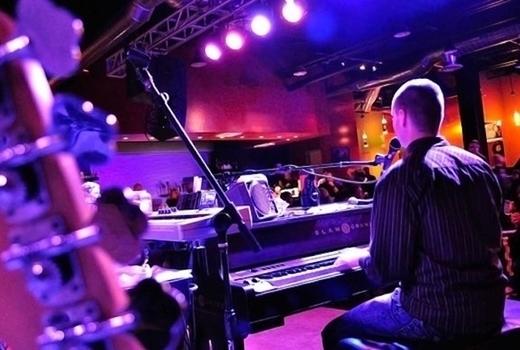 Dueling pianos man piano