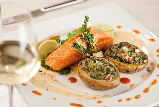 Kaskade dinner salmon white wine