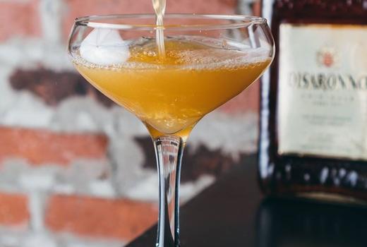 Vandal pour cocktail