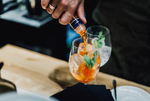 Galli brunch aperol spritz bartender making