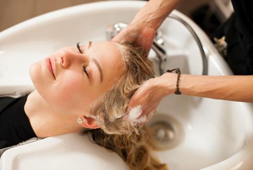 Zeno hair studio washing hair blonde shampoo