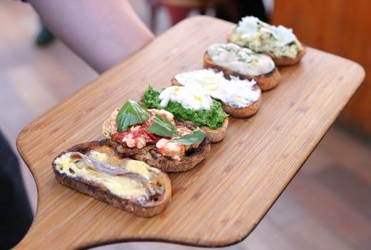 Eataly downtown sabbia bruschetta board side