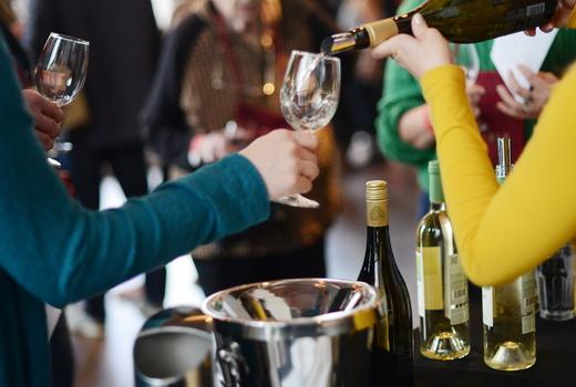Eataly wine white pour