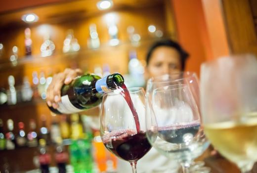Caffe napoli wine pour