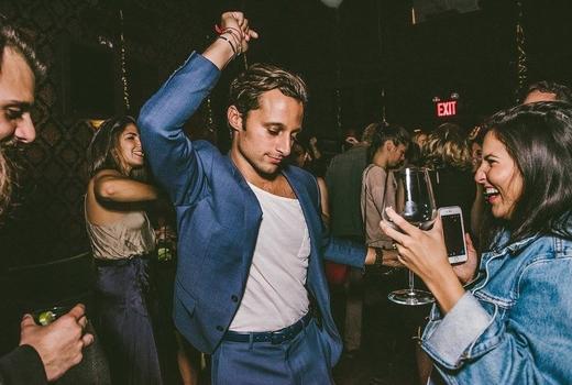 Vnyl dancing