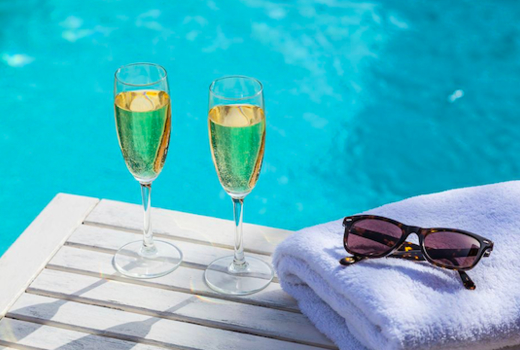 Vinesse glasses pool chill