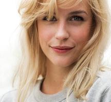 Blonde-lady